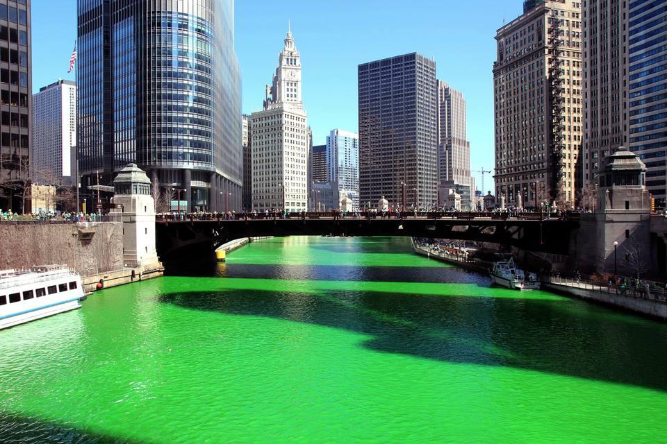 Реката в Чикаго на св. Патрик