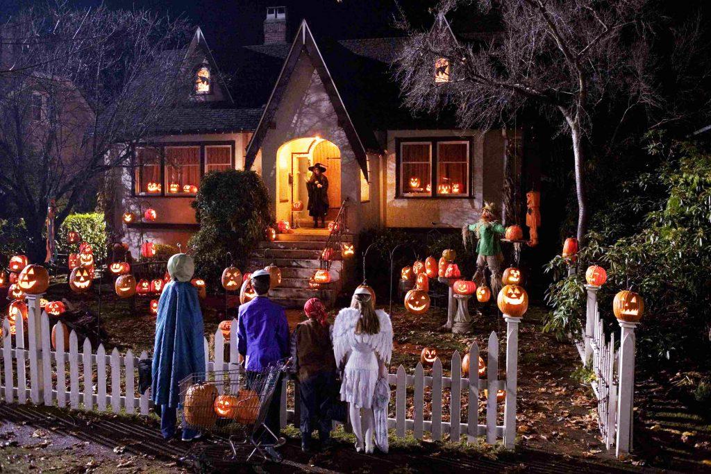 Хелоуин - Вси светии - пакост и лакомство