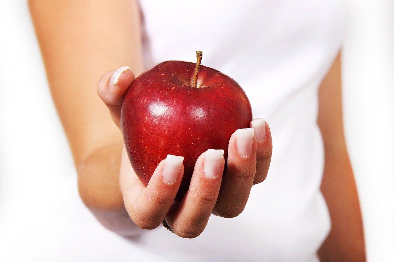 10 храни за детоксикация на черния дроб - ябълки