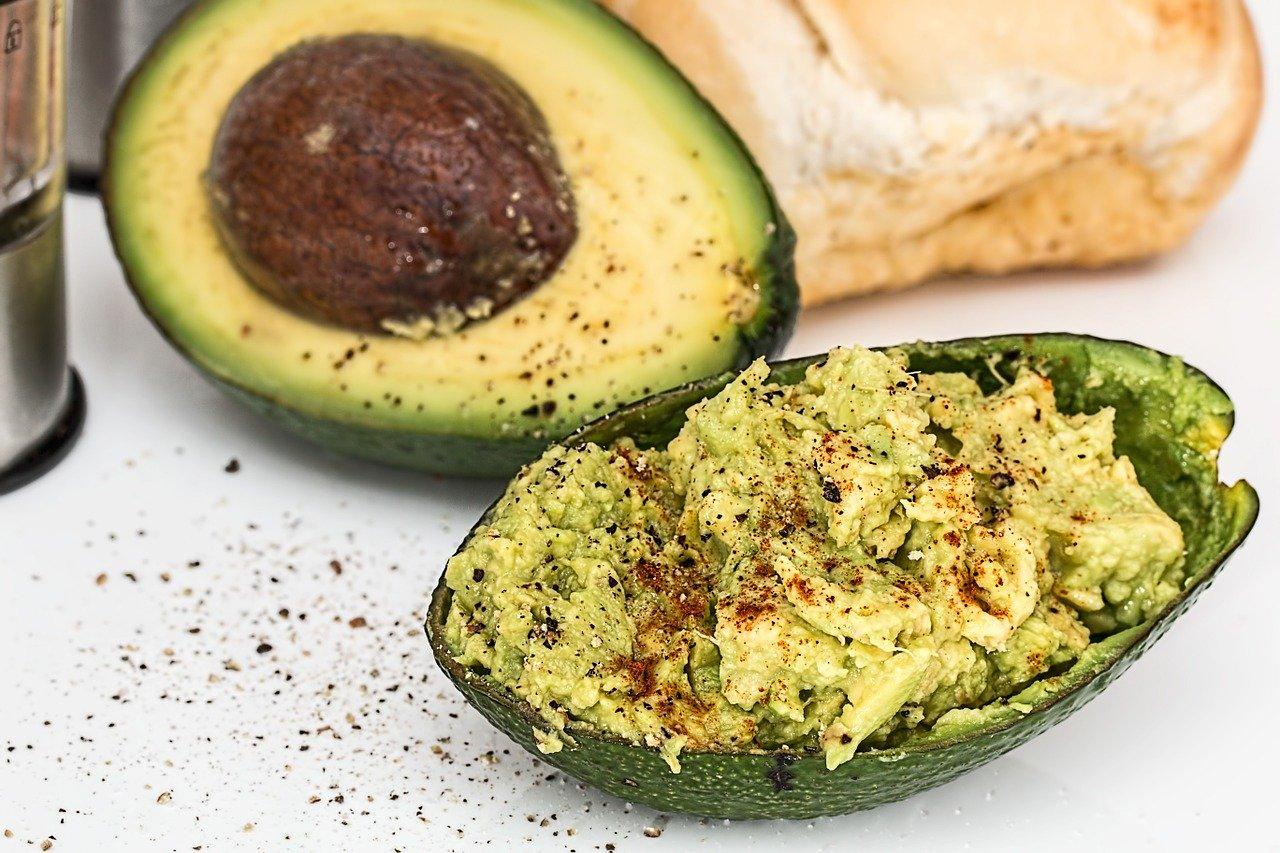 10 храни за детоксикация на черния дроб - авокадо