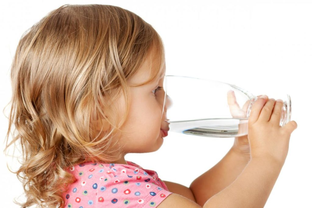 Химикал в питейната вода разваля зъбите на децата