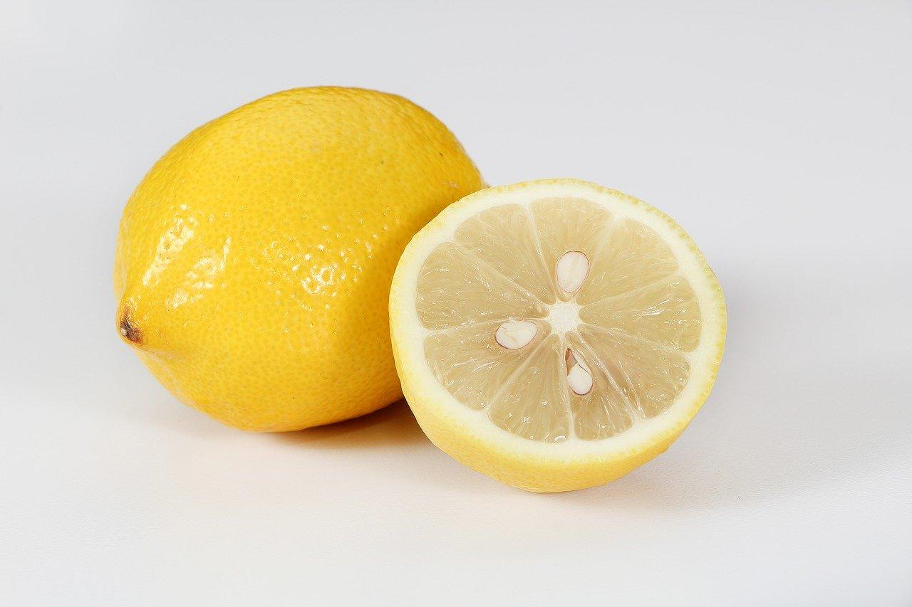 лимонът влиза в състава на много подмладяващи коктейли