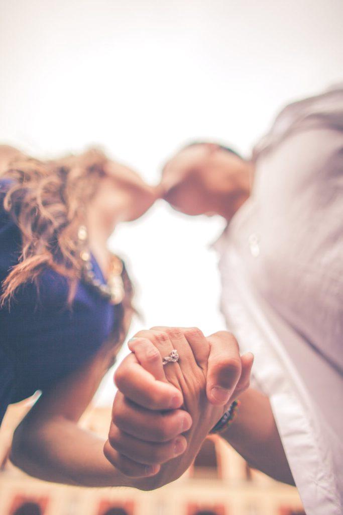 За целувките, любовта и хормоните