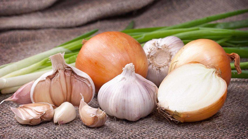 Как да убием миризмата на лук и чесън?