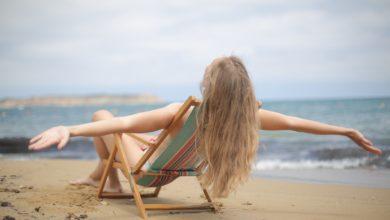 грижи за косата на плажа